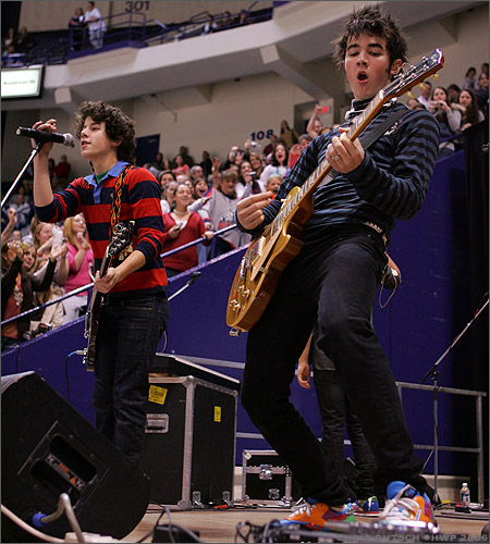 Jonas Brothers - Nick and Kevin